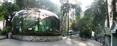 Darjeeling Zoo: Aviary   Shops